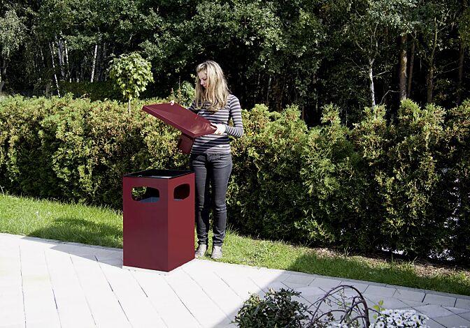Abfallbehälter CASTLE mit Ascher, 72 Liter, in RAL 3004 purpurrot