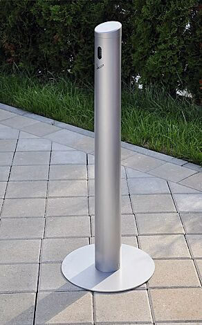 Standascher SMOKER aus Aluminium, mit Fußplatte, in RAL 9006 weißaluminium