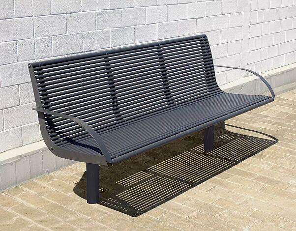 Sitzbank OLBIA mit Rückenlehne und Armlehnen, aus Edelstahl, zusätzlich pulverbeschichtet in DB 703 eisenglimmer