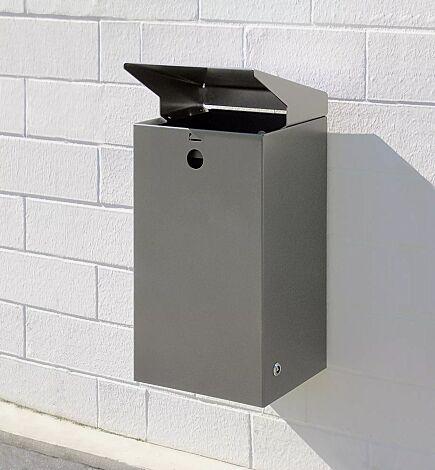 Abfallbehälter SHEFFIELD mit Ascher, Behälter in DB 703 eisenglimmer, Schutzdach aus Edelstahl, zur Wandbefestigung