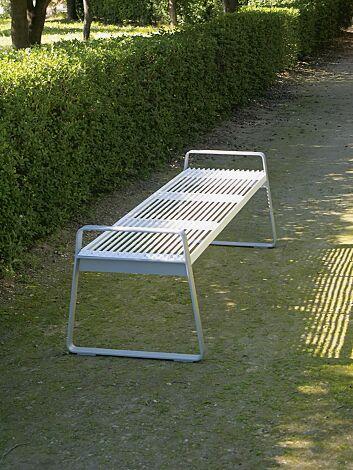 Sitzbank PREVA URBANA ohne Rückenlehne, in RAL 9006 weißaluminium