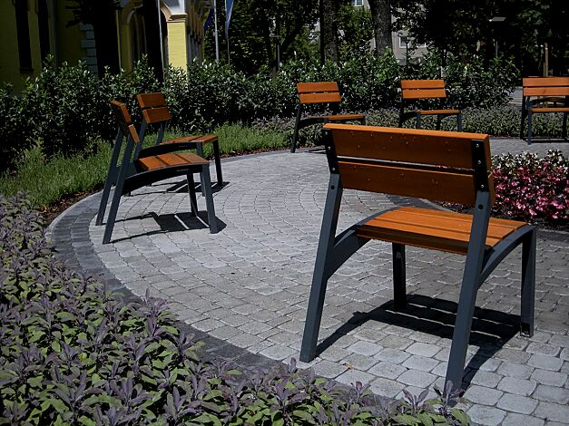Sitz VERA mit Rückenlehne, mit Jatobaholzbelattung, Stahlteile in RAL 7016 anthrazitgrau