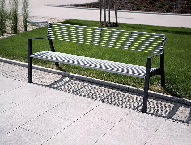 Sitzbank VERA mit Rückenlehne, mit Rundstahlauflage in RAL 9006 weißaluminium, Stahlteile in RAL 7016 anthrazitgrau (zweifarbig auf Anfrage)