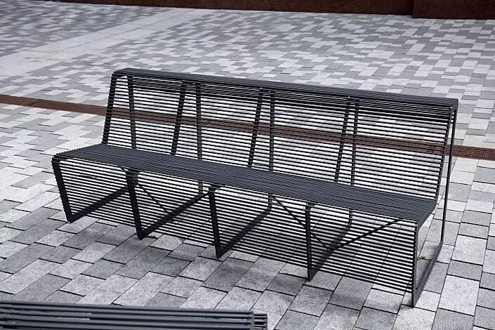 Sitzbank LIMPIDO mit Rückenlehne, in RAL 9005 tiefschwarz