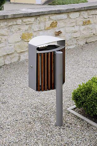 Abfallbehälter LENA mit Ascher, 30 Liter, mit Pfosten zum Aufdübeln, Korpus: Jatobaholzbelattung, Stahlteile in RAL 9006 weißaluminium