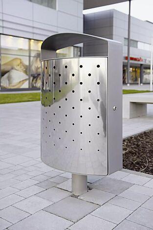 Abfallbehälter LENA mit Ascher, 70 Liter, mit Pfosten mittig zum Aufdübeln, Korpus: perforiertes Edelstahlblech, Stahlteile in RAL 9006 weißaluminium