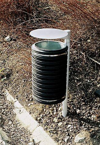 Abfallbehälter CYLINDRE, 25 Liter, mit Schutzdach, mit seitlichen Pfosten zum Aufdübeln, in RAL 7035 lichtgrau