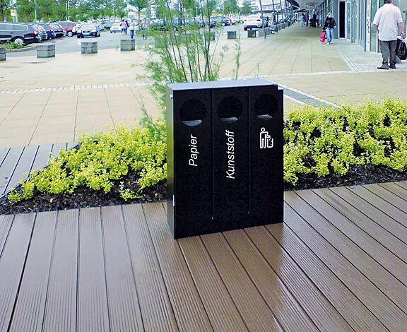 Abfallbehälter CRYSTAL TRIO mit 1 Ascher, 3 x 32 Liter, ohne Einwurfklappe, in RAL 9005 tiefschwarz, Siebdruck in RAL 9003 signalweiß