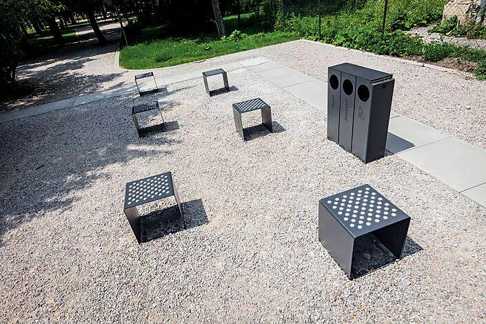 Abfallbehälter CRYSTAL TRIO mit 1 Ascher, 3 x 32 Liter, ohne Einwurfklappe, in RAL 7016 anthrazitgrau, Siebdruck in RAL 9005 tiefschwarz