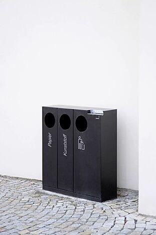 Abfallbehälter CRYSTAL TRIO mit 1 Ascher, 2 x 32 und 1 x 55 Liter, ohne Einwurfklappe, in RAL 7022 umbragrau, Siebdruck in RAL 9003 signalweiß