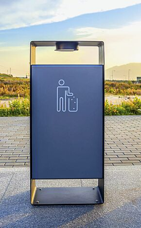Abfallbehälter RADIUM in RAL 7016 anthrazitgrau und RAL 9007 graualuminium (zweifarbig auf Anfrage), Siebdruck in RAL 9003 signalweiß