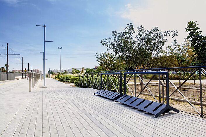 Fahrradständer VELO, doppelseitig, mit Griffstange, feuerverzinkt und pulverbeschichtet in DB 703 eisenglimmer, 6 Stellplätze