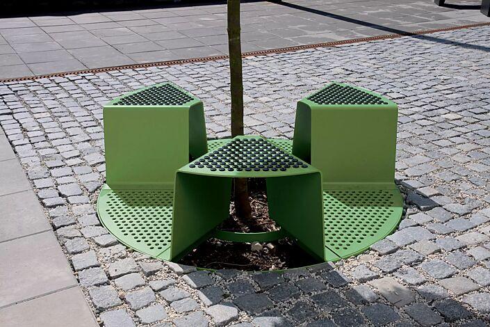 Baumschutzrost SINUS mit 3 Sitzen, Sitz mit Kunststoffnoppen, in RAL 6010 grasgrün