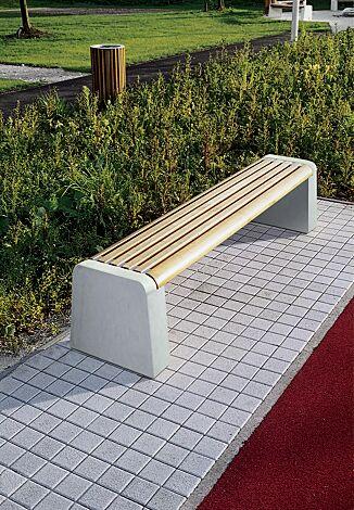 Sitzbank FORMA ohne Rückenlehne, mit Robinienholzbelattung, Seitenteile aus Beton hellgrau