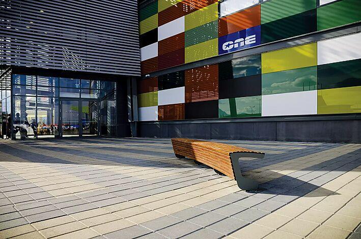 Sitzbank LANDSCAPE ohne Rückenlehne, einseitig, gebogen, Bankform Innenradius, mit Jatobaholzbelattung, Stahlteile in DB 703 eisenglimmer