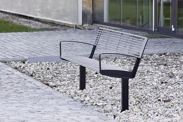 Sitzbank INTERVERA, Auflage in RAL 9006 weißaluminium, Unterkonstruktion in RAL 7016 anthrazitgrau