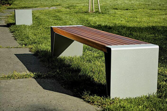 Sitzbank RADIUM ohne Rückenlehne, mit Jatobaholzbelattung, Stahlteile in RAL 9006 weißaluminium