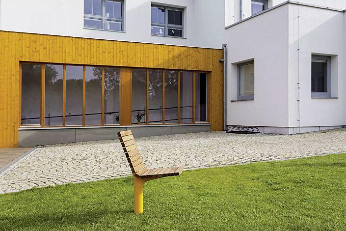 Sitz VLTAU mit Rückenlehne, mit Robinienholzbelattung, Stahlteile in RAL 1021 rapsgelb