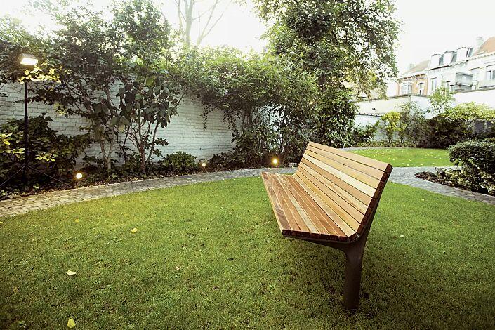 Sitzbank VLTAU mit Rückenlehne, mit Robinienholzbelattung, Stahlteile in RAL 7016 anthrazitgrau
