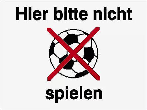 """Schild: """"Hier bitte nicht Ball spielen"""""""