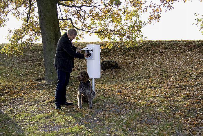 Hundetoilette DOG CLEAN, zum Einbetonieren, Korpus in RAL 9016 verkehrsweiß<br /> <br /> Beutel einwerfen