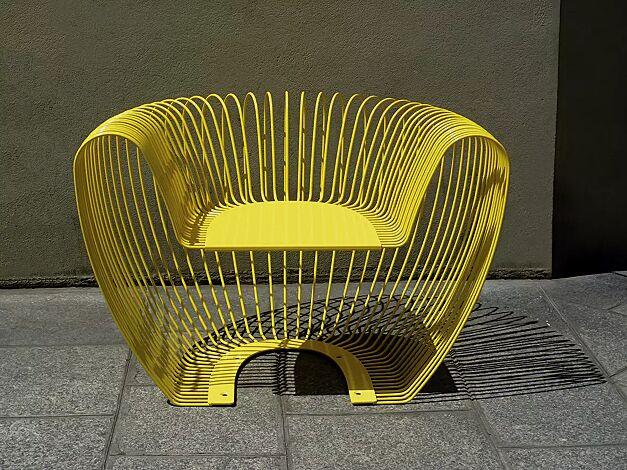 Sitz BUBBLE aus Edelstahl, zusätzlich lackiert in RAL 1018 zinkgelb