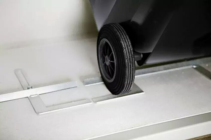 verstellbarer Kipprahmen, Räderarretierung für Abfallgroßbehälter 120 Liter