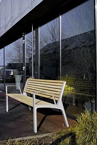 Sitzbank MIELA mit Rückenlehne und Armlehnen, mit schmaler Robinienholzbelattung