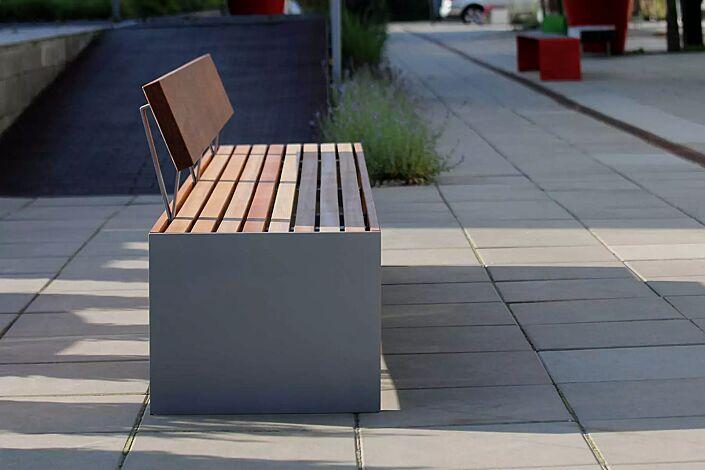 Sitzbank BLOCQ mit Rückenlehne, mit Jatobaholzbelattung, Stahlteile in RAL 9007 graualuminium