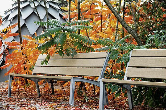 Sitzbank MIELA mit Rückenlehne, mit Resystabelattung, lasiert in natur