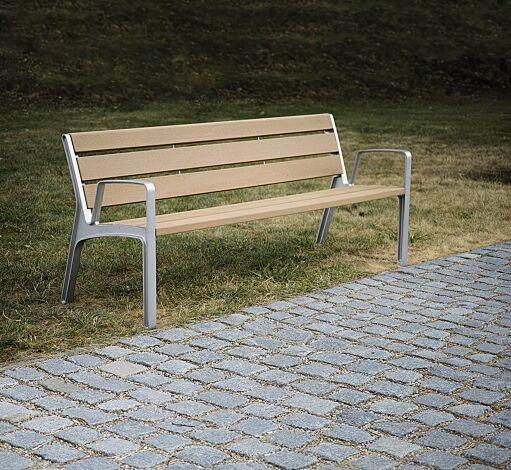 Sitzbank MIELA mit Rückenlehne und Armlehnen, mit Resystabelattung lasiert in pale golden
