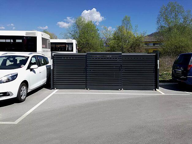Müllbehälter-Dreifachschrank STYLEOUT® LINIS 1100, Stahlkonstruktion, Tür, Rück- und Seitenwände in RAL 7016 anthrazitgrau, Dach in Aluminium eloxiert