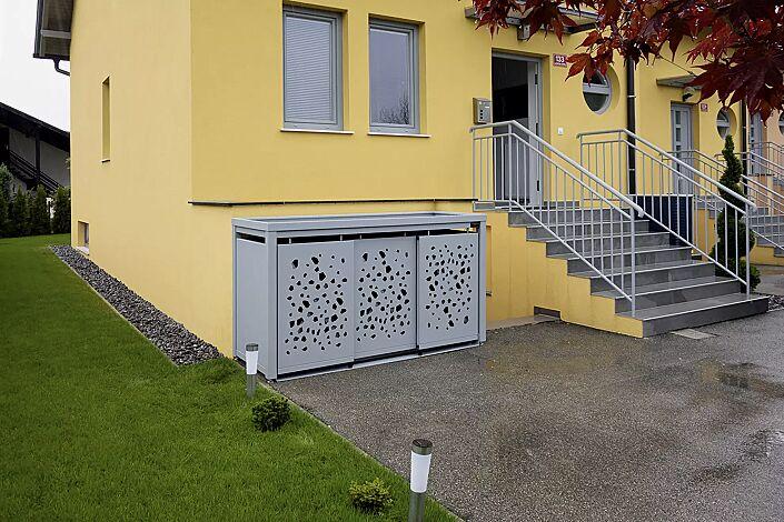 Müllbehälterschrank STYLEOUT® TOMO mit Pflanzdach, Dreifachschrank, Stahlkonstruktion in RAL 7035 lichtgrau