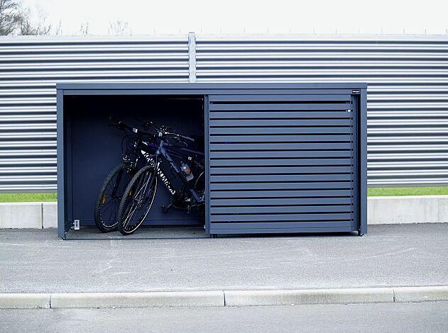 """<div id=""""container"""" class=""""container"""">Universaldepot STYLEOUT® LINIS STORE als Fahrradgarage, Stahlkonstruktion sowie Wand- und Türelemente in RAL 7016 anthrazitgrau</div>"""