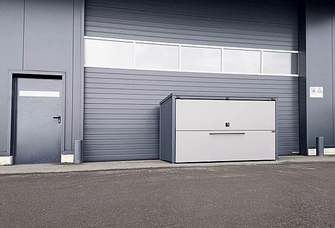 Fahrradgarage STYLEOUT® GARAGE, Stahlkonstruktion in RAL 7016 anthrazitgrau, Öffnungsklappe in RAL 9007 graualuminium