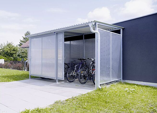 Fahrradhaus FORTUNA Dachbreite x Dachtiefe 4200 mm x 2500 mm, Stahlkonstruktion feuerverzinkt inkl. Schiebetüren und Wände Aluminiumlochblech, natur, Dacheindeckung Stahlwellblech