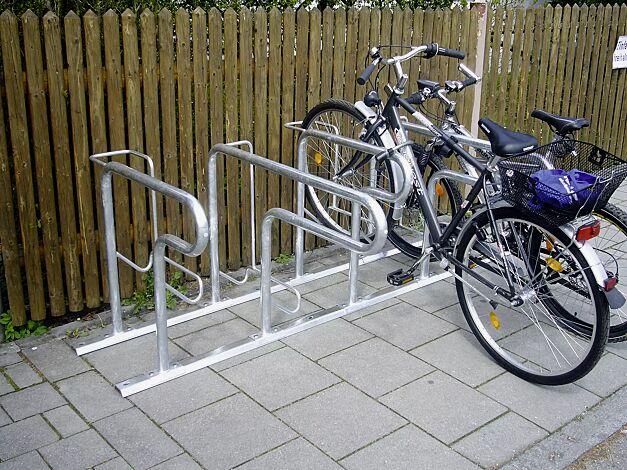Reihenparker HEDLAND, einseitig 90°, Radeinstellung hoch / tief mit Bodenschiene zum Aufdübeln