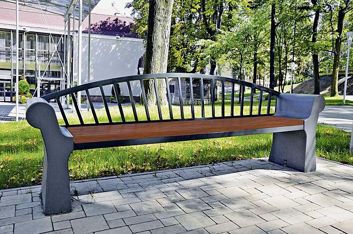 Sitzbank SAVONA mit Rückenlehne, Stahlteile in RAL 7021 schwarzgrau, Beton beschichtet in Farbe graphit