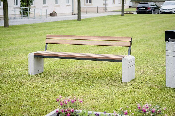 Sitzbank BRNO mit Rückenlehne, Stahlteile in RAL 7021 schwarzgrau