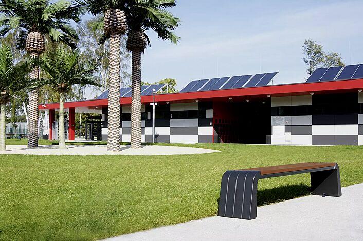 Sitzbank VEGA ohne Rückenlehne, Stahlteile in RAL 7021 schwarzgrau, Beton beschichtet in Farbe graphit