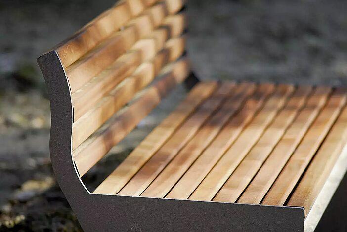 Sitzbank CIMA mit Rückenlehne, mit Sapeliholzbelattung, Stahlteile in eisenglimmergrau
