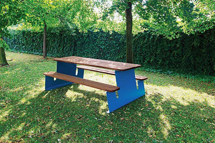 Bank-Tisch-Kombination WAVER mit Sapeliholzbelattung, Stahlteile in RAL 5010 enzianblau