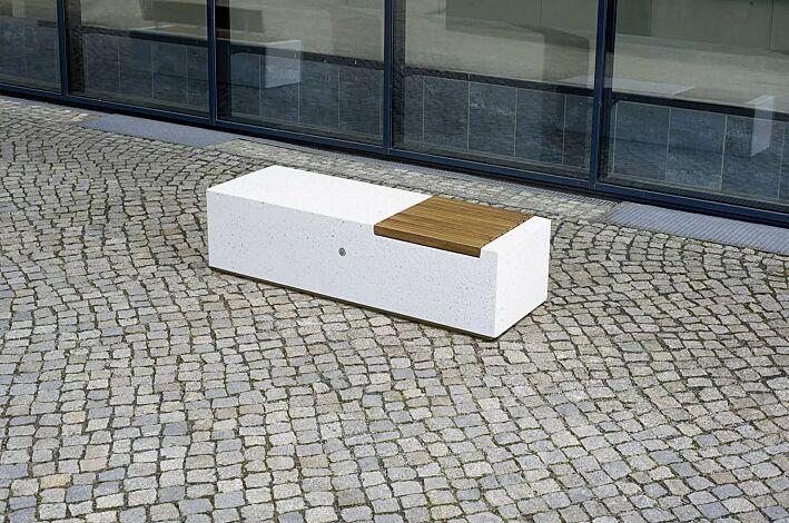 Sitzbank DEMETRA ohne Rückenlehne aus Beton, mit Okouméholzbelattung, in Granitoptik weiß<br>