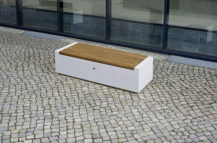 Sitzbank DEMETRA ohne Rückenlehne aus Beton gestockt, mit Okouméholzbelattung, in Granitoptik weiß<br>