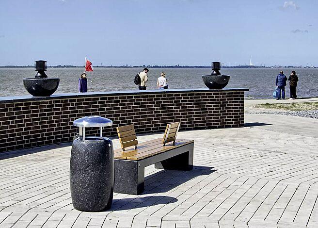 Abfallbehälter PEGASO aus Marmor geschliffen, in schwarz ebano, mit Edelstahl-Schutzdach und Ascher
