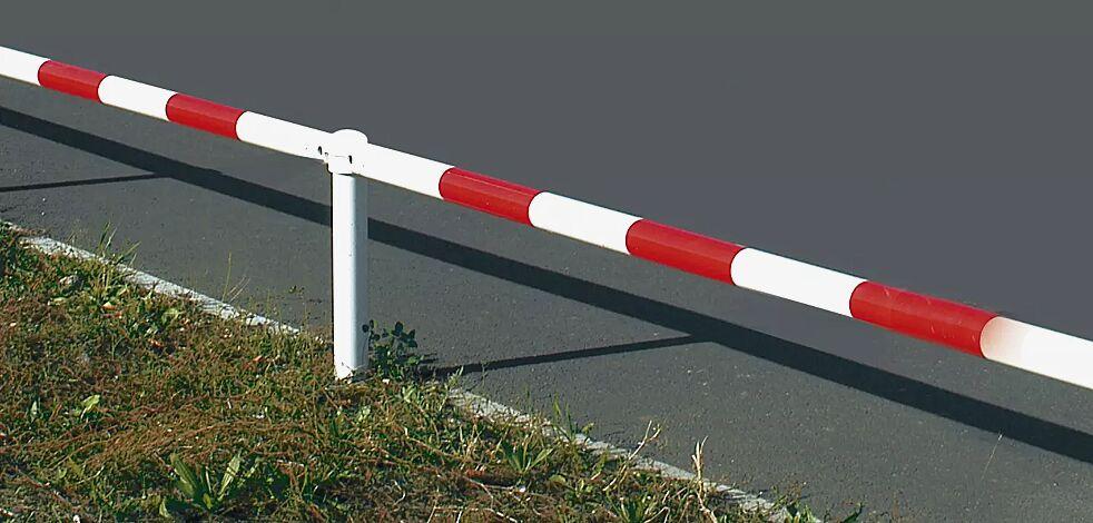 Systemgeländer URBAN, feuerverzinkt und rot-weiß lackiert, Höhe 400 mm