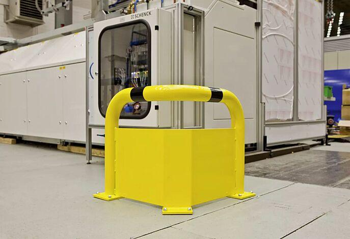 Rammschutzwinkel KEURU mit Unterfahrschutz für den Innenbereich, gelb kunststoffbeschichtet mit schwarzen Signalstreifen, Höhe über Flur: 600 mm