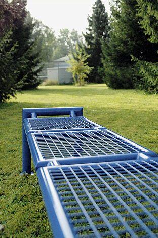Detail: Sitzbank SEVERO ohne Rückenlehne in RAL 5017 verkehrsblau