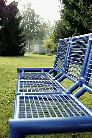 Detail: Sitzbank SEVERO mit Rückenlehne in RAL 5017 verkehrsblau