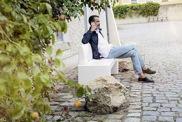 Sitzbank ALTHEA mit Rückenlehne, aus Beton